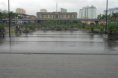 flood(0.0), river(0.0), disaster(0.0), road surface(0.0), walkway(0.0), rain(1.0), urban area(1.0), residential area(1.0), city(1.0),