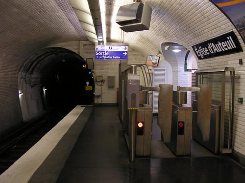 salida de la estacion Église d'Auteuil de la linea 10