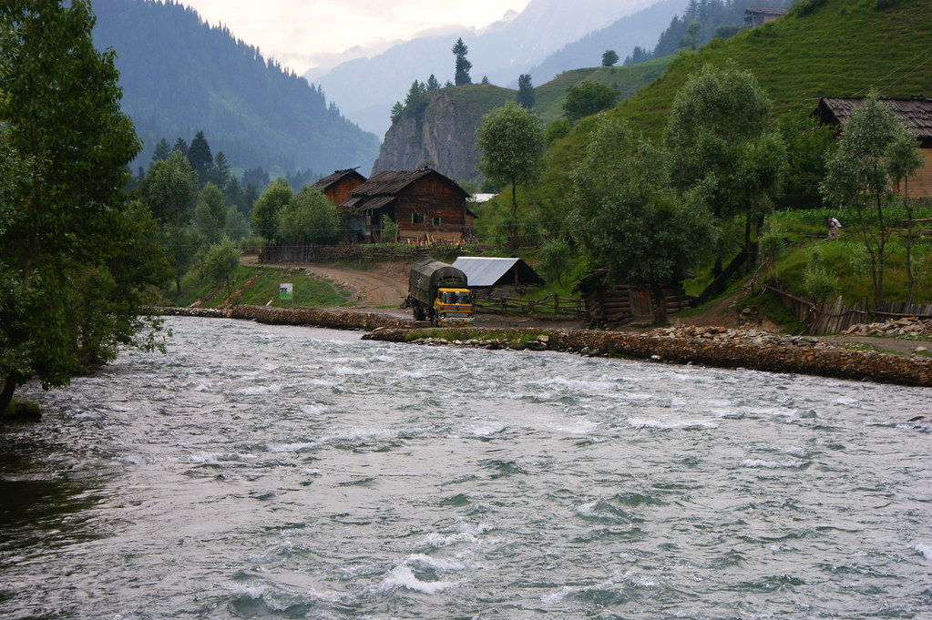 """MJC Summer 2012 Excursion to Neelum Valley with the great """"LIBRA"""" and Co - 7596106460 ddb14e3a37 b"""