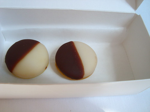 Sweet Black and White Cookies @ Eleven Madison Park (NY)