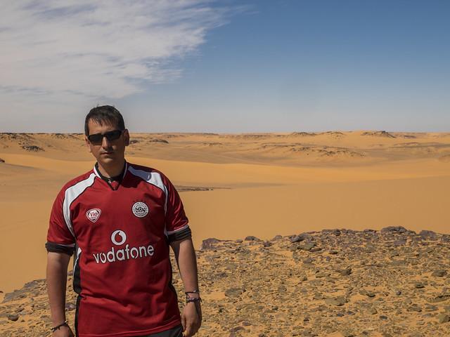 Sele en Aqaba Pass dentro de la Meseta de Gilf Kebir (Desierto Líbico, Egipto)