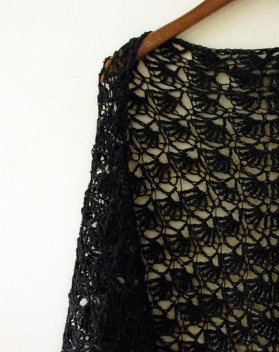 Antique shawls at Vintage Textile: #2325 Regency lace shawl