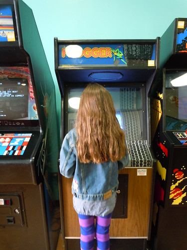 04-21-12 Rusty Quarters Arcade, Minneapolis, MN (Frogger Player)