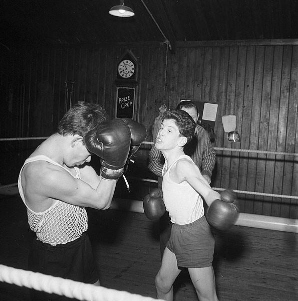 Amateur Boxing Club, Porthaethwy. Teitl Cymraeg/Welsh title: Clwb Bocsio ...