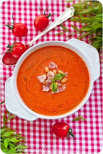 Томатный суп-пюре с фасолью и беконом
