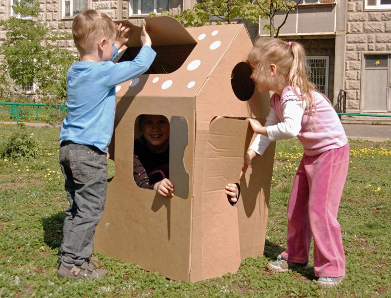 Cardboard house_005