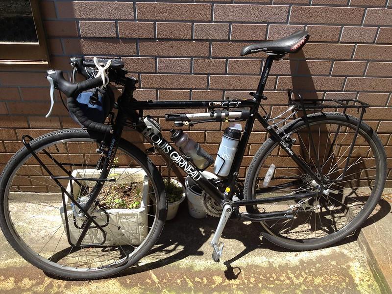 荷物なしの自転車
