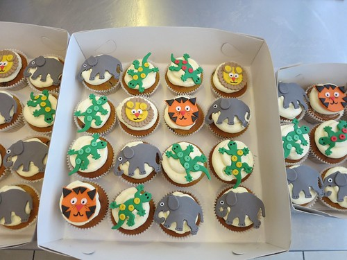 Safari Cupcakes by CAKE Amsterdam - Cakes by ZOBOT