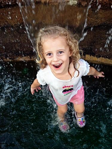 Auttie-big-smile-in-water