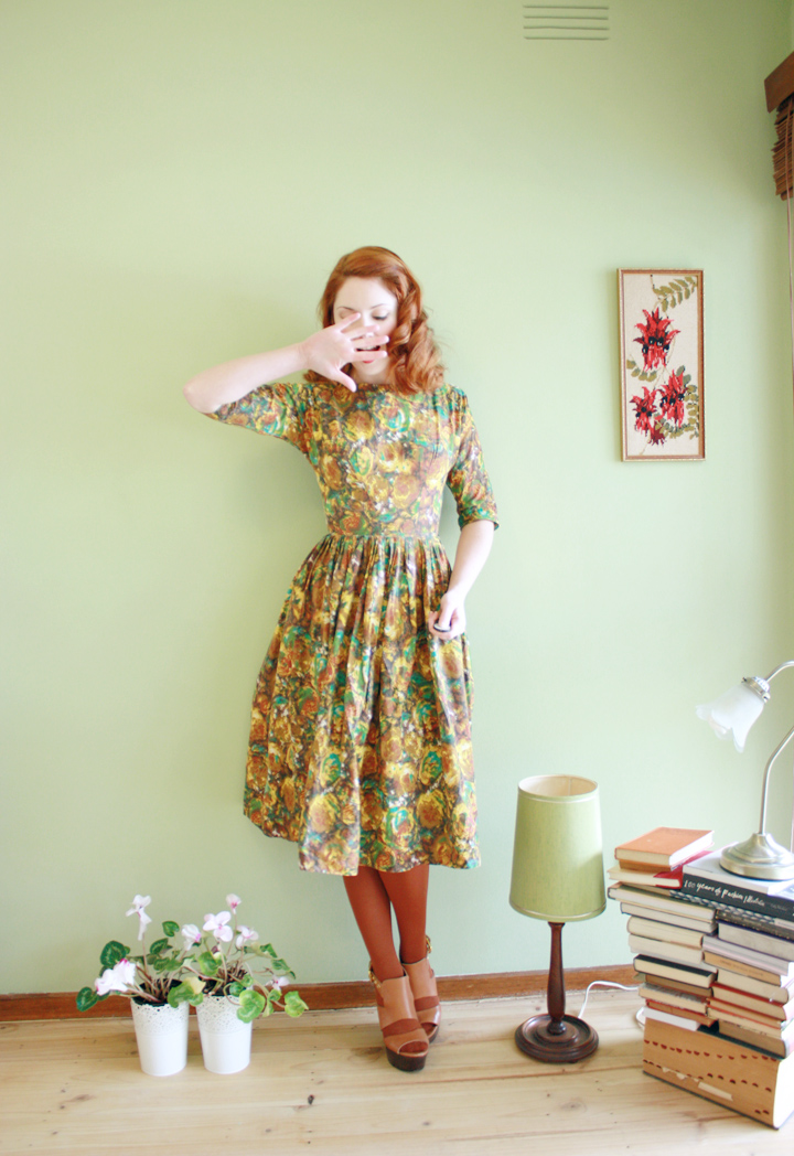 50s dress 50s lamp b