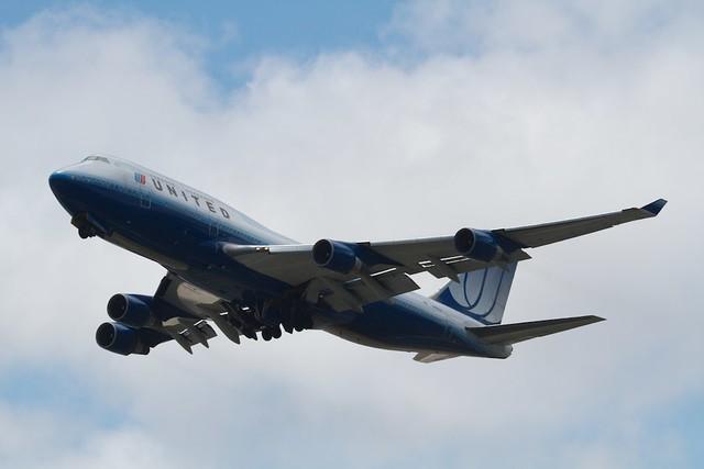 UA B747-400