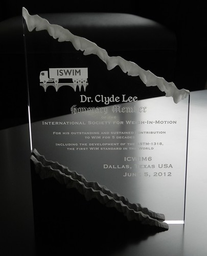 Dr  Clyde Lee receives Honorary Member Award from the