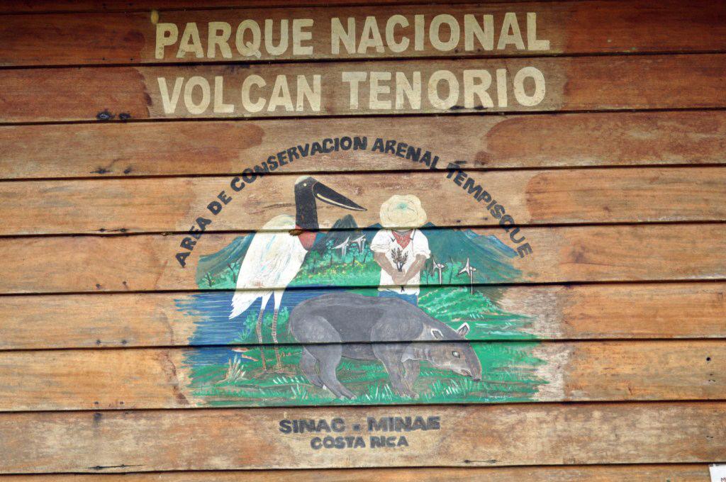 Caseta de Entrada al Parque Nacional río celeste, colorido capricho de la naturaleza - 7538363438 67b5b9ca22 o - Río Celeste, Colorido capricho de la Naturaleza