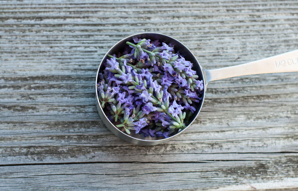 1/2 cup lavender flowers