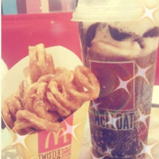 Last night at #mcdonalds.. Crispy twister fries and Giant coke float #happytummy