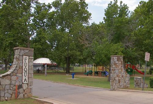 usa men oklahoma landscapes gates parks photographs northamerica males wallpapers duncan chisholmtrail kiwanis amusementparks merrygorounds waymarks municipalparks