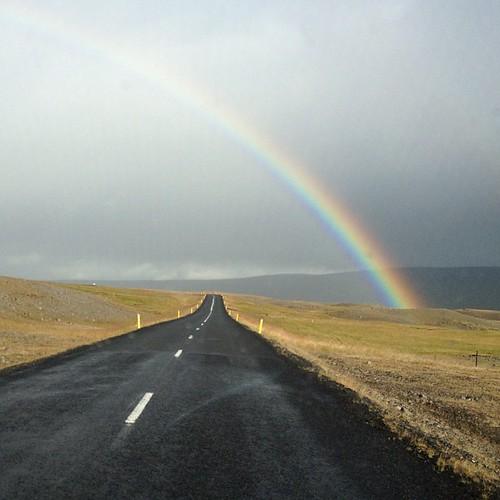 Pero qué bonito!! Por la Road One, la carretera que circunvala Islandia. Rumbo a Egilsstadir #islandia #iceland #tripiniceland #arcoiris #rainbow