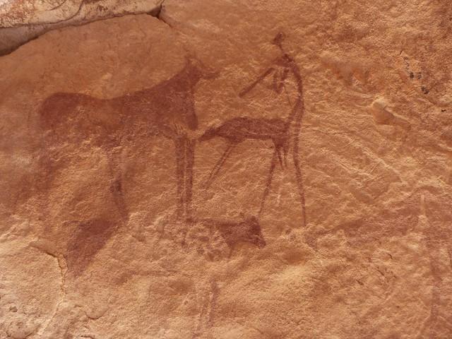 Pintura rupestre en Jebel Uweinat (el hombre de la escopeta)
