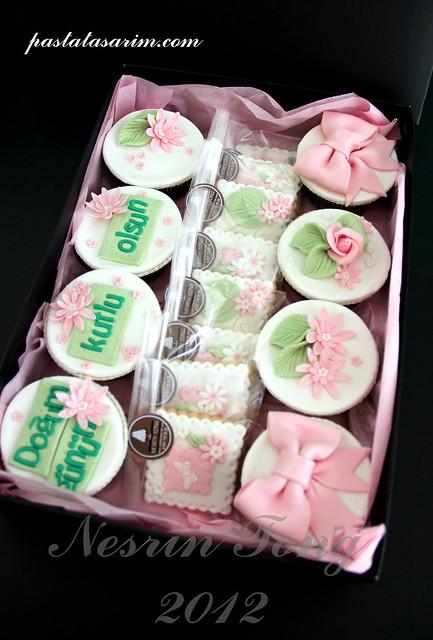 BIRTHDAY CUPCAKE & COOKIES  SETS