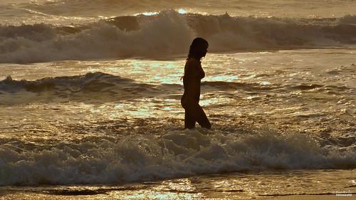 sea woman beach silhouette méxico sunrise contraluz mexico mar mujer nikon waves models modelos playa modelo amanecer coolpix veracruz olas p500 professionalphotography éricka nautla teenmodel nikonp500 coolpixp500 fotografíaprofesional mexicanphotographers fotógrafosmexicanos nikoncoolpixp5002011abiérickanautlasem