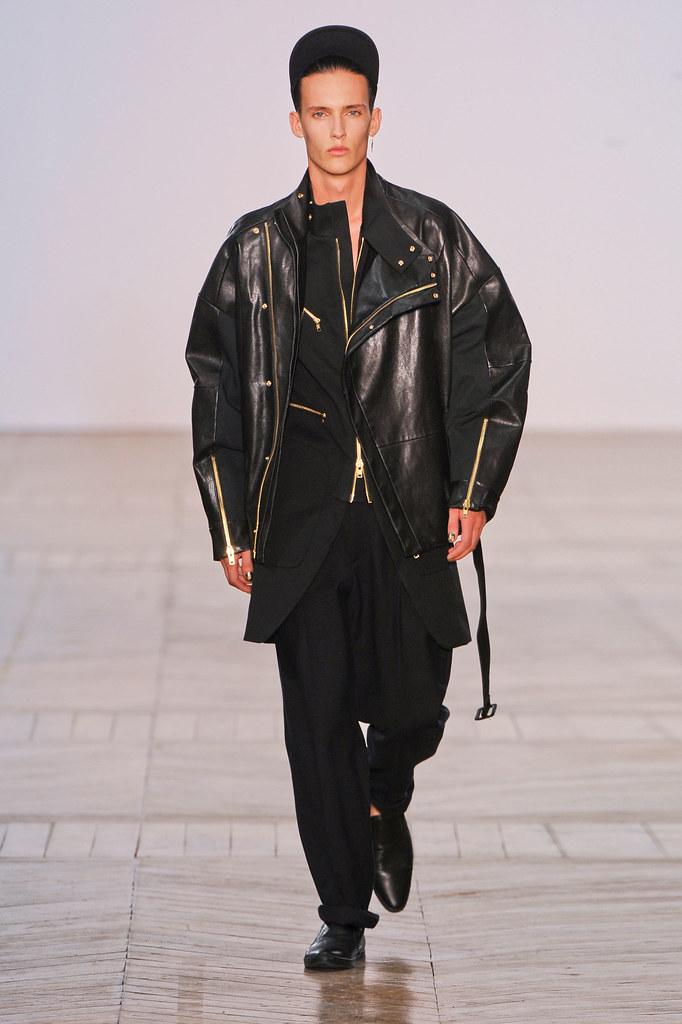 SS13 Paris Juun J.027_Dzhovani Gospodinov(fashionising.com)