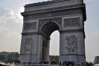 http://hojeconhecemos.blogspot.com/2012/07/do-arco-do-triunfo-paris-franca.html