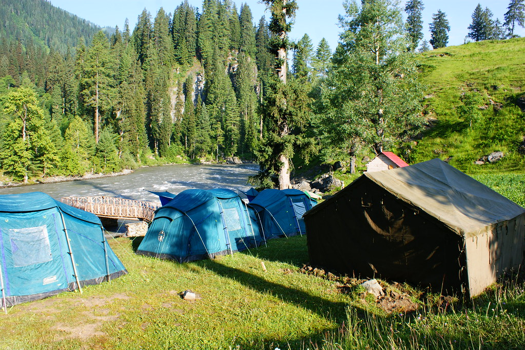 """MJC Summer 2012 Excursion to Neelum Valley with the great """"LIBRA"""" and Co - 7607904644 d762e0a749 b"""