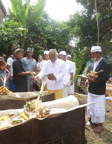Bali-Funéraille hindoues-Crémation (41)