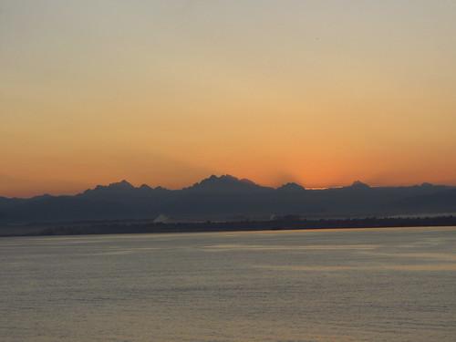 mountains sunrise pugetsound cascade everett salishsea