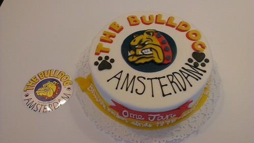 Bulldog Cake by CAKE Amsterdam - Cakes by ZOBOT