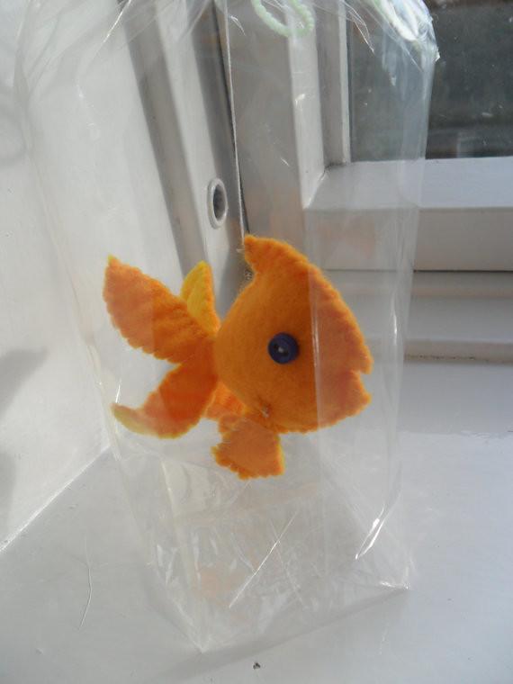 yelow tail felt goldfish by manfredmonkeys