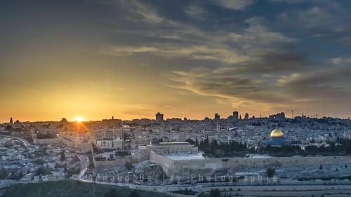 city sunset architecture landscape soleil israel nikon cityscape domeoftherock mosque il mosquee ville westernwall février alaqsa mountofolives jérusalem 2014 israël d610 montdesoliviers domeofthemount mountofolive alqods nikkorafs1635mmf4 montdurocher