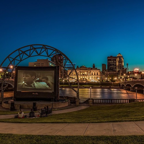 Last night a few people gathered to enjoy two views. One was a great movie and the other was a great view of downtown Des Moines. As the nights get warmer the number of people turning out for things like this will grow. Just another reason to love #DesMoi