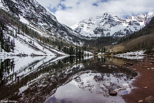 uploadedviaflickrqcom mountains reflection lake clouds fog forest snow maroonlake aspen colorado canonrebelt4i reflections rockymountains fourteeners peaks elkmountains winter unitedstates america