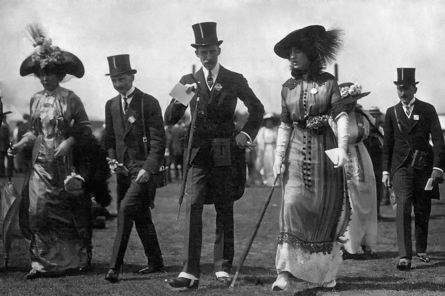 English socialite Vita Sackville-West and friends at Ascot, 1912