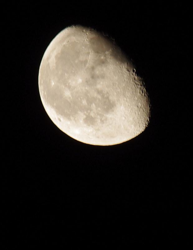 我的月亮不是圓的~都是洞