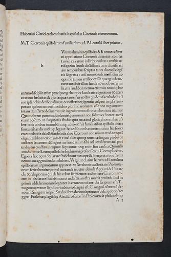 Opening page of main text of Clericus, Hubertinus Crescentinas: In epistolas ad familiares Ciceronis commentum