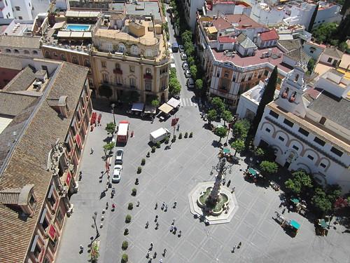 ヒラルダの塔の前の広場 2012年6月6日 by Poran111