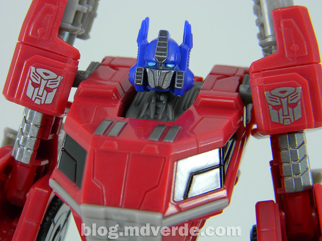Transformers Optimus Prime Deluxe - Generations FoC - modo robot