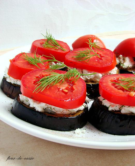 баклажаны с фетой и помидорами