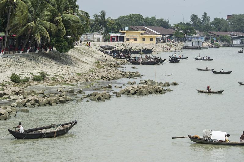Fishermen along Meghna River, Chandpur, Bangladesh. Photo by Finn Thilsted, 2012.