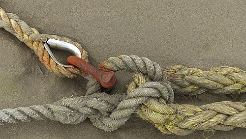 Mooring ropes, shackle and thimble