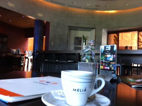Café en el Meliá de Bilbao by LaVisitaComunicacion