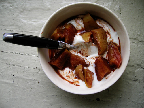 greek yogurt with baked apples