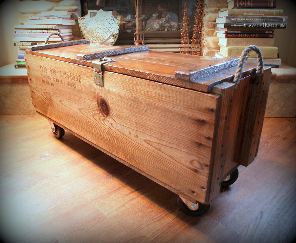 INDUSTRIAL FURNITURE WOOD Box Wooden Crate Coffee Table - Shipping crate coffee table