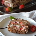 Biscuit Roulade with Strawberries