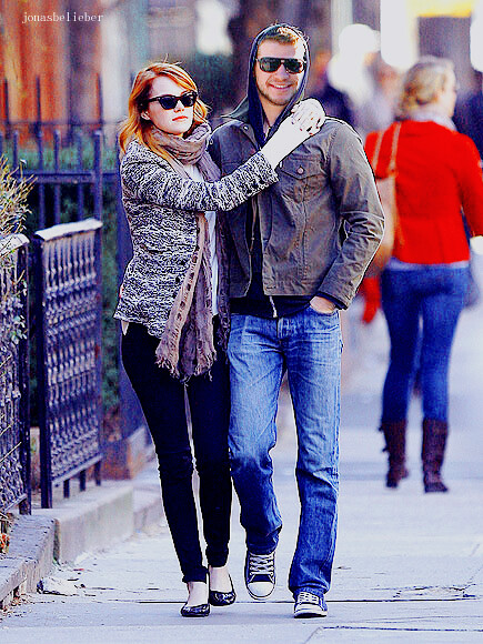 emma stone and liam hemsworth