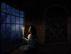[フリー画像素材] グラフィック, フォトレタッチ, 女性, ろうそく・キャンドル, 窓 ID:201302020400