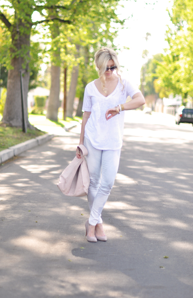 white washed outfit - blush and blue-hudson feathered jeans
