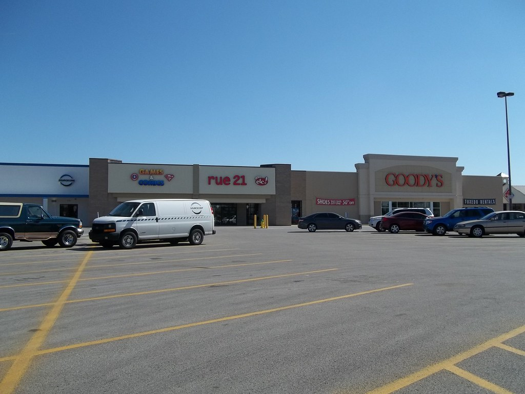 rue 21/Goody's/Troll & Toad Games & Comics complex, London, KY (former Wal-Mart)